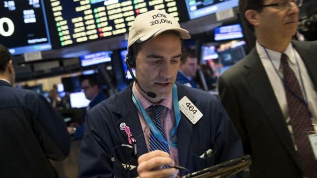 S&P 500 lập đỉnh mới khi FED cắt giảm lãi suất lần thứ 3 trong năm - Ảnh 1.