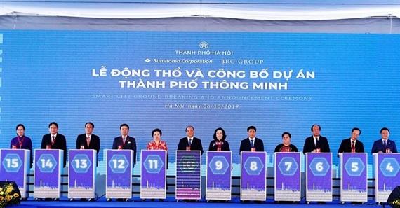 Thủ tướng cùng các lãnh đạo Chính phủ, Thành phố Hà Nội và chủ đầu tư nhấn nút động thổ dự án rộng hơn 272 ha.