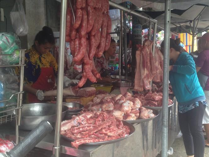 Thịt heo ở chợ lẻ liên tục tăng, có nơi bán sườn non hơn 160.000 đồng/kg, nhưng vẫn không có hàng ngon.