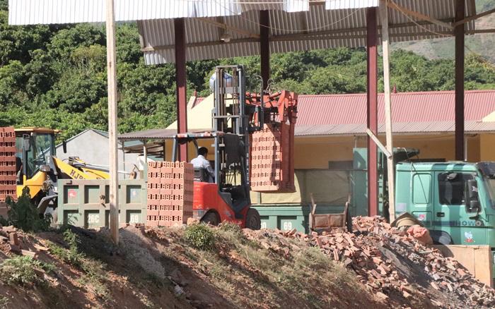Công ty CP VLXD Sông Mã: Bị đình chỉ nhưng vẫn ngang nhiên hoạt động
