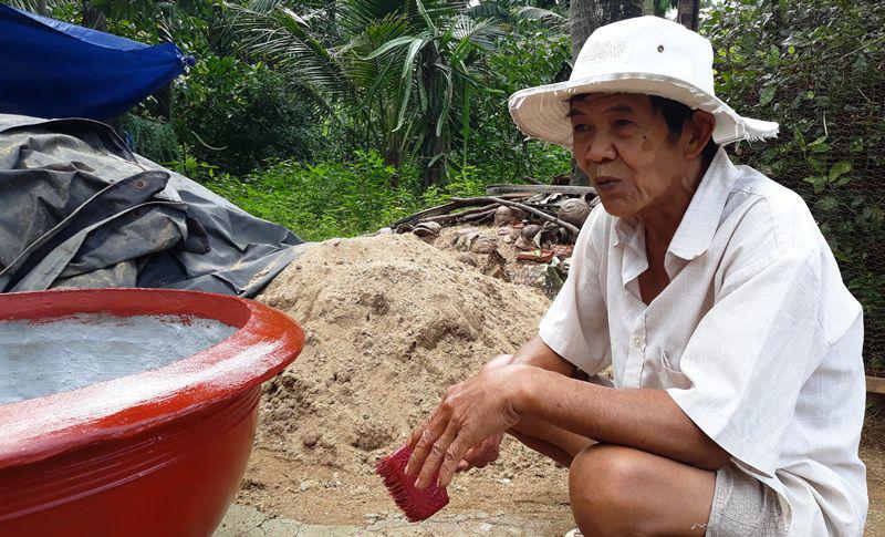 Lão nông nói gì khi tự nộp đơn xin rút khỏi hộ nghèo - Ảnh 1.