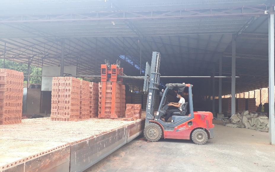 Công ty CP VLXD Sông Mã: Dùng công nghệ sản xuất gạch trái giấy phép được cấp