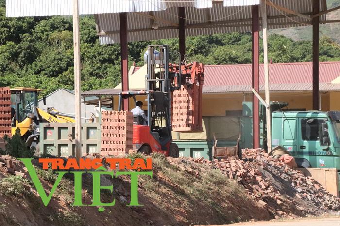 Công ty CP VLXD Sông Mã ở Sơn La: Bị đình chỉ nhưng vẫn hoạt động - Ảnh 1.