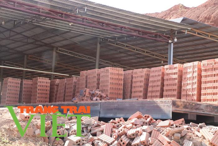 Công ty CP VLXD Sông Mã ở Sơn La: Bị đình chỉ nhưng vẫn hoạt động - Ảnh 3.