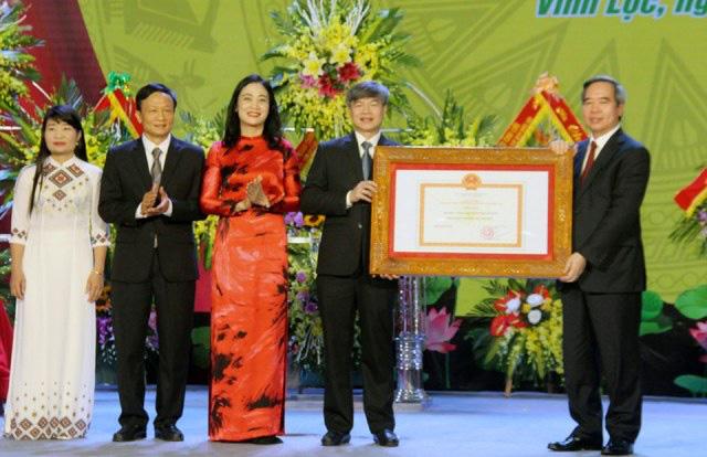 Thanh Hóa: Huyện Vĩnh Lộc đạt chuẩn nông thôn mới và đón nhận Huân chương Lao động hạng Ba - Ảnh 1.