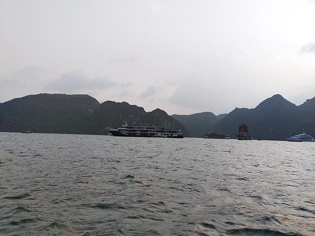 Quảng Ninh: Lo du lịch trá hình, rà soát tuyến tàu Tuần Châu – Cát Bà - Ảnh 4.
