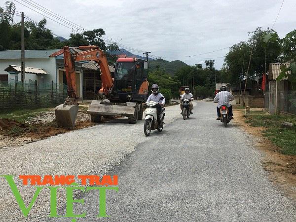 Mai Châu ưu tiên phát triển hạ tầng giao thông nông thôn   - Ảnh 2.