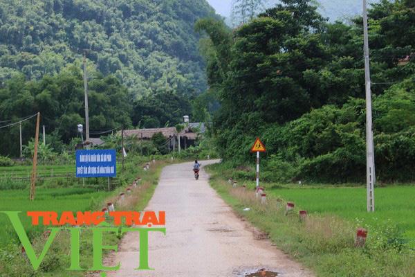 Mai Châu ưu tiên phát triển hạ tầng giao thông nông thôn   - Ảnh 4.
