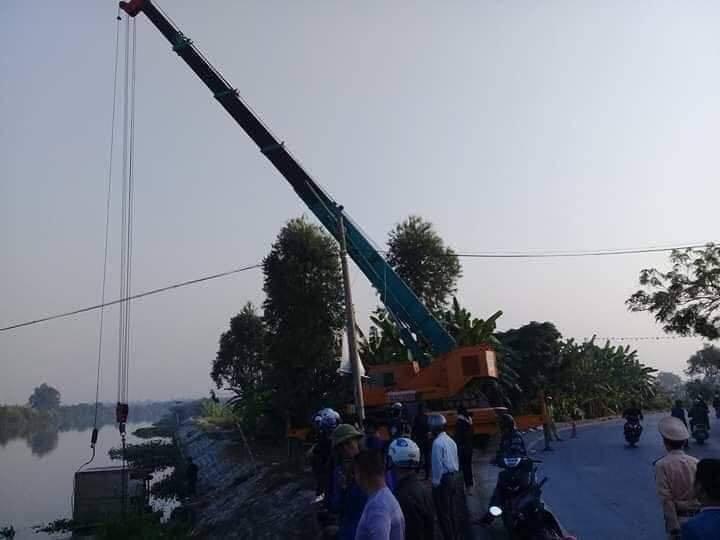 Xe tải đâm tử vong 1 người đang chèo thuyền đánh cá trên sông