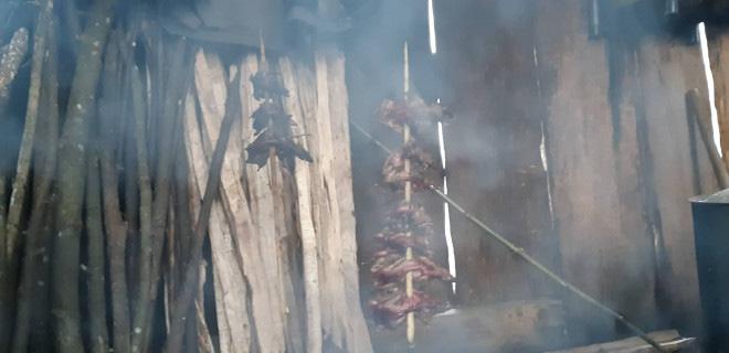 Chàng trai Mông bắt chuột rừng béo nung núc trên đỉnh Kỳ Quan San - Ảnh 3.