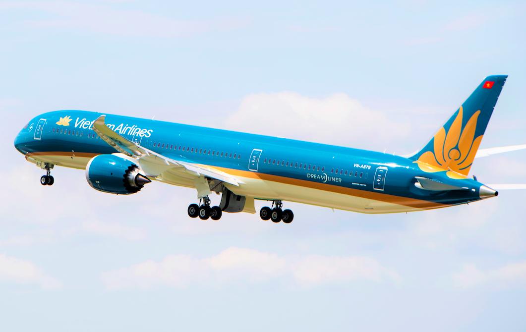 Cứu Vietnam Airlines phục hồi sớm sẽ giúp vực dậy nền kinh tế - Ảnh 1.