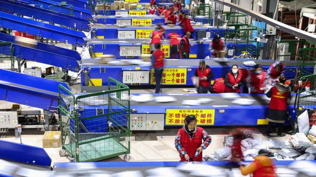 Hoạt động sản xuất của Trung Quốc khởi sắc sau khi căng thẳng Mỹ Trung hạ nhiệt - Ảnh 1.