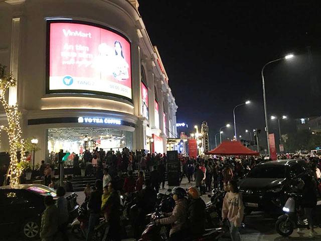 Khai trương dịp Giáng sinh, vạn người tấp nập đổ về Vincom Plaza Bắc Kạn - Ảnh 3.