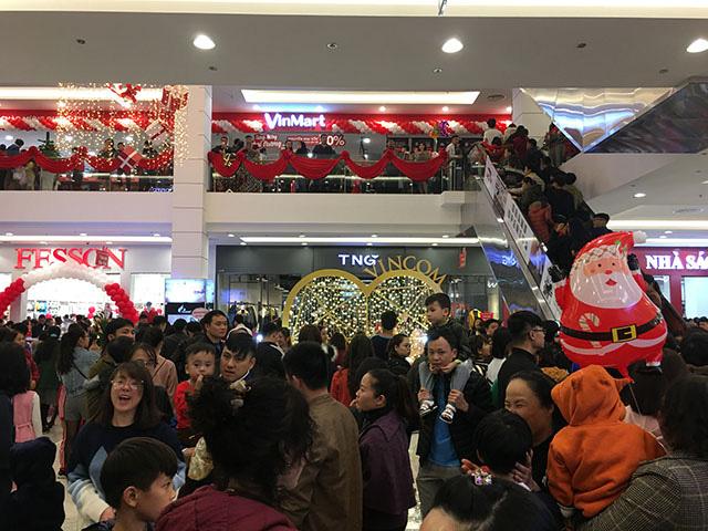 Khai trương dịp Giáng sinh, vạn người tấp nập đổ về Vincom Plaza Bắc Kạn - Ảnh 5.