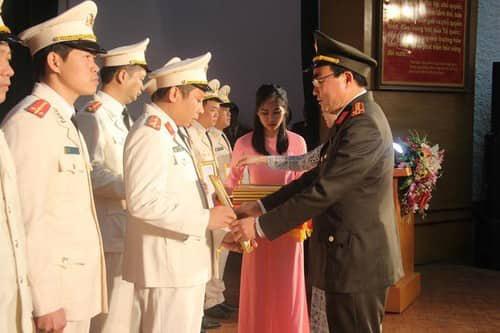 Lạng Sơn: Điều động 130 Công an chính quy về đảm nhiệm các chức danh công an xã - Ảnh 1.