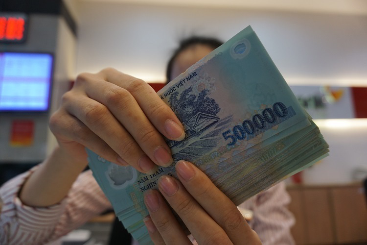 Mở tiết kiệm, chứng chỉ tiền gửi hay trái phiếu sinh lời hơn? - Ảnh 1.