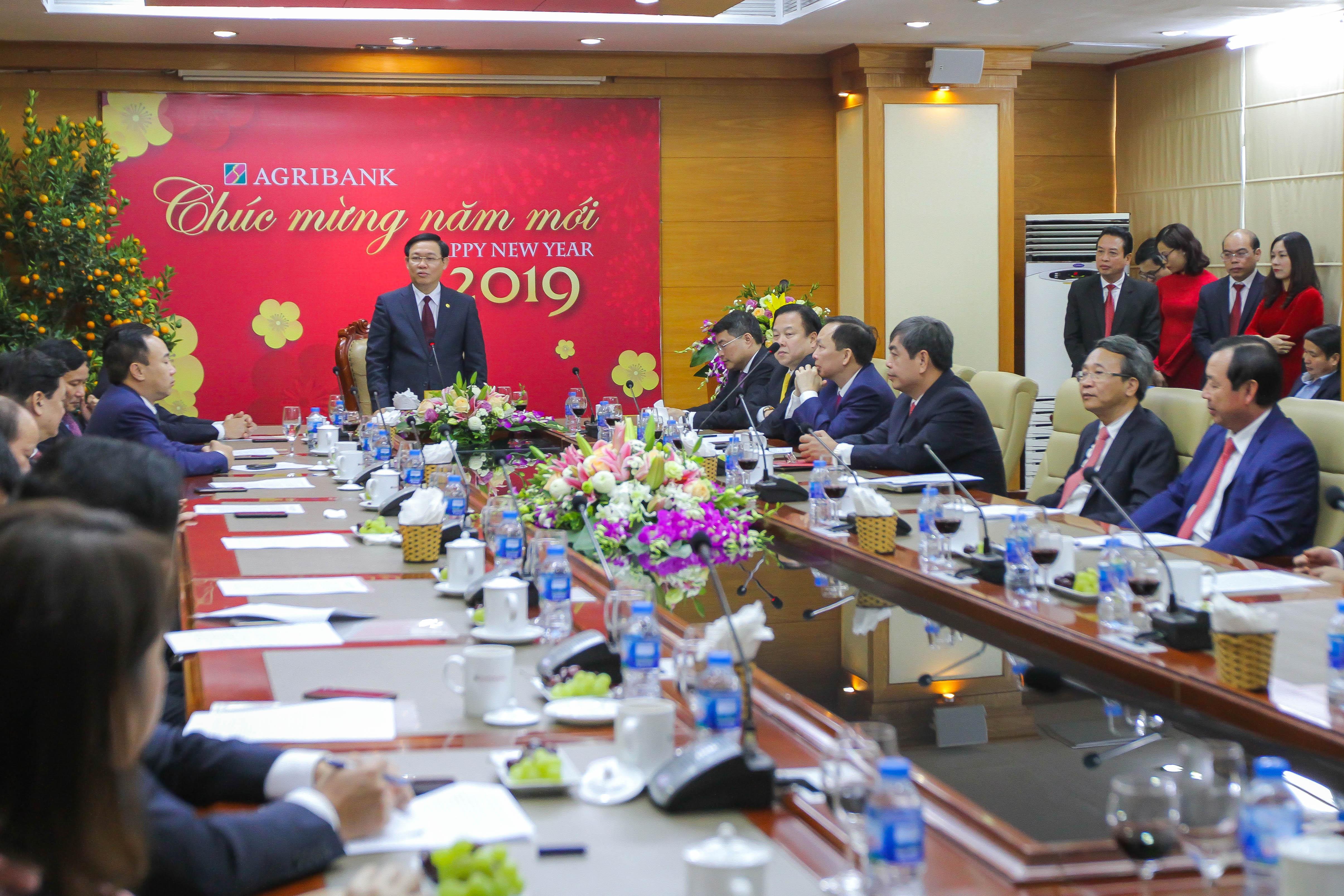 Phó Thủ tướng Vương Đình Huệ làm việc với Agribank.