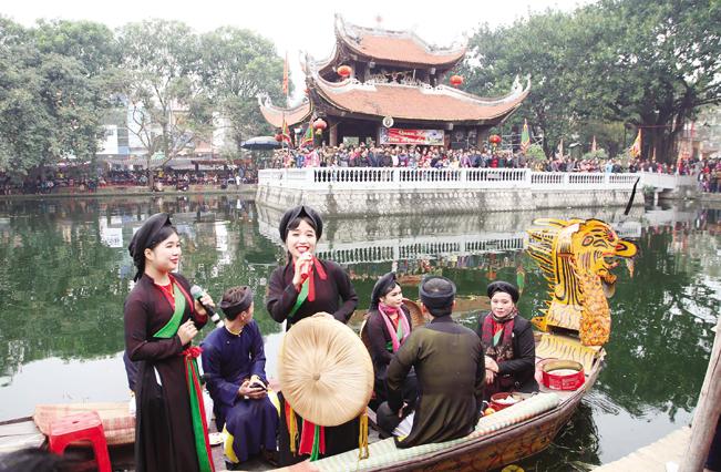 Đến Hội Lim, du khách sẽ được đắm mình trong không gian quan họ.