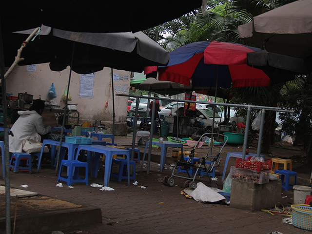 Nơi tập thể dục buổi của người dân bị biến thành điểm bán hàng ăn.