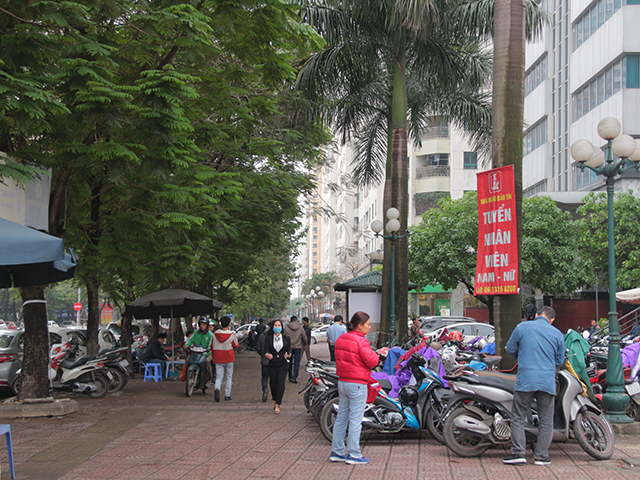 Sau gần 20 năm sử dụng khu đô thị Trung Hòa – Nhân Chính bắt đầu bộc lộ những thực trạng về quy hoạch thiếu tính toán dẫn đến tình trạng quá tải, chật chội, bí bách, lụp xụp, thiếu không gian vui chơi.