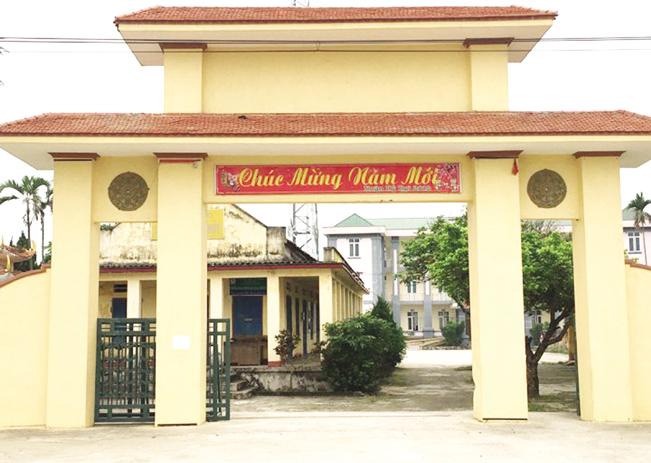 Thôn Hoàng Long, xã Nga Thủy đón nhận danh hiệu đạt chuẩn nông thôn mới.