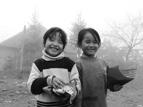 Những đứa nhỏ vùng cao vẫn còn giữ được vẹn nguyên nét ngây thơ, hồn nhiên.