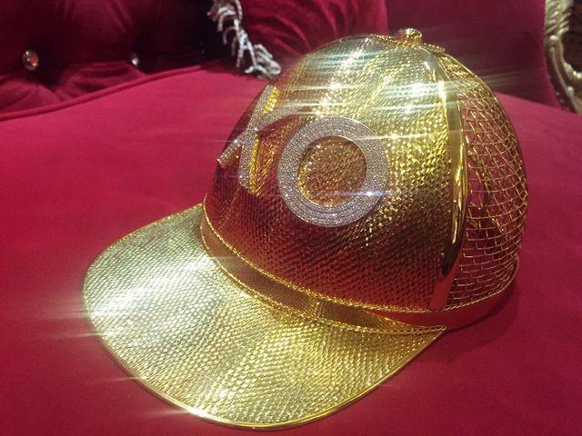 Chiếc nón vàng trị giá gần 1,85 tỷ đồng của đại gia Trần Ngọc Phúc.