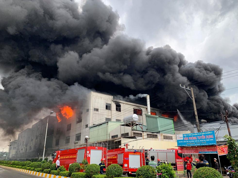 Cảnh sát PCCC đã có mặt tại hiện trường vụ cháy. Ảnh: Đỗ Trường