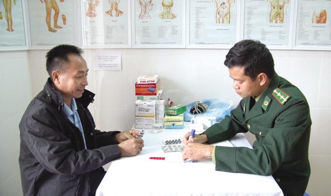 Bệnh nhân đến đây khám bệnh, được các bác sỹ chăm sóc chu đáo.