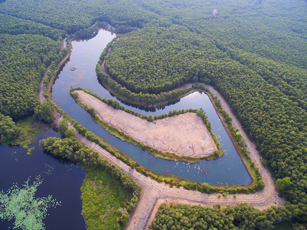 Hồ Bán Nguyệt - nét đẹp hoang sơ dành cho những ai thích khám phá (Nguồn: Internet)