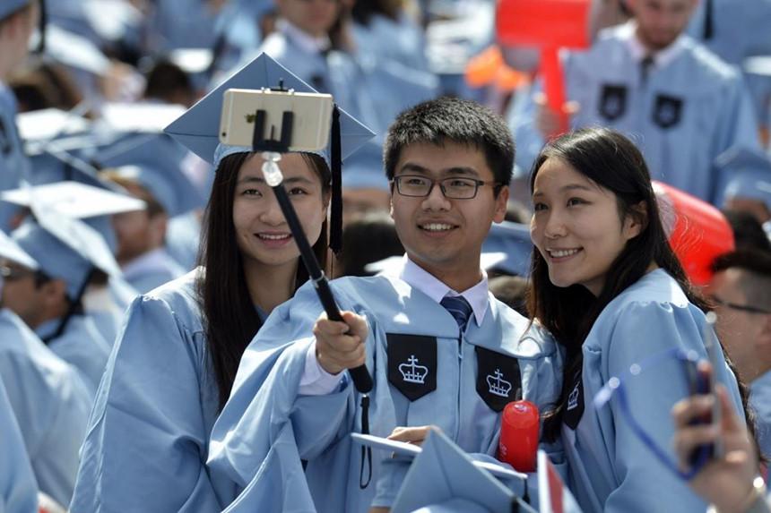 Sinh viên Trung Quốc dự lễ tốt nghiệp tại Đại học Columbia. Ảnh: Xinhua.