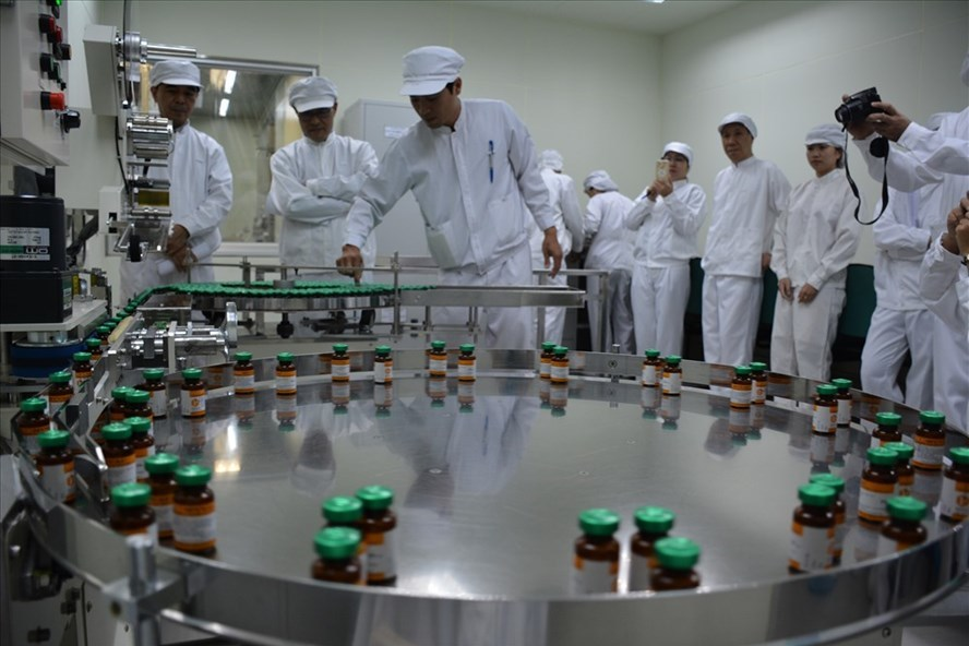 Tại Việt Nam, nhóm nghiên cứu đã phân lập được virus và khảo nghiệm vắc xin phòng DTLCP bước đầu cho kết quả khả quan.