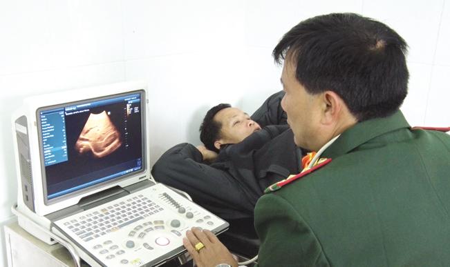 Trạm xá được trang bị đầy đủ trang thiết bị phục vụ công tác khám, chữa bệnh.