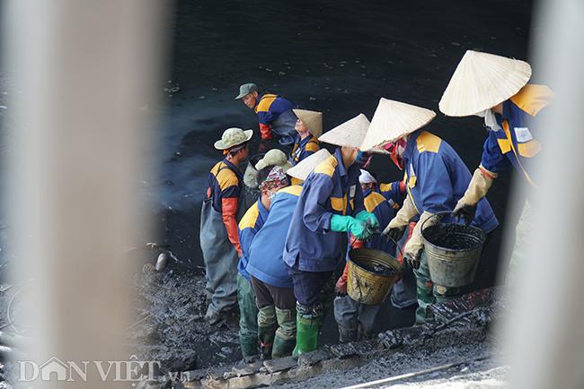 Được biết, lịch làm việc của các công nhân từ 7h30 - 11h trưa và sau đó tiếp tục làm việc từ 13h - 16h.