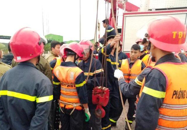 Lực lượng Cảnh sát PCCC&CNCH được huy động đến hiện trường cứu nạn cứu hộ các nạn nhân.