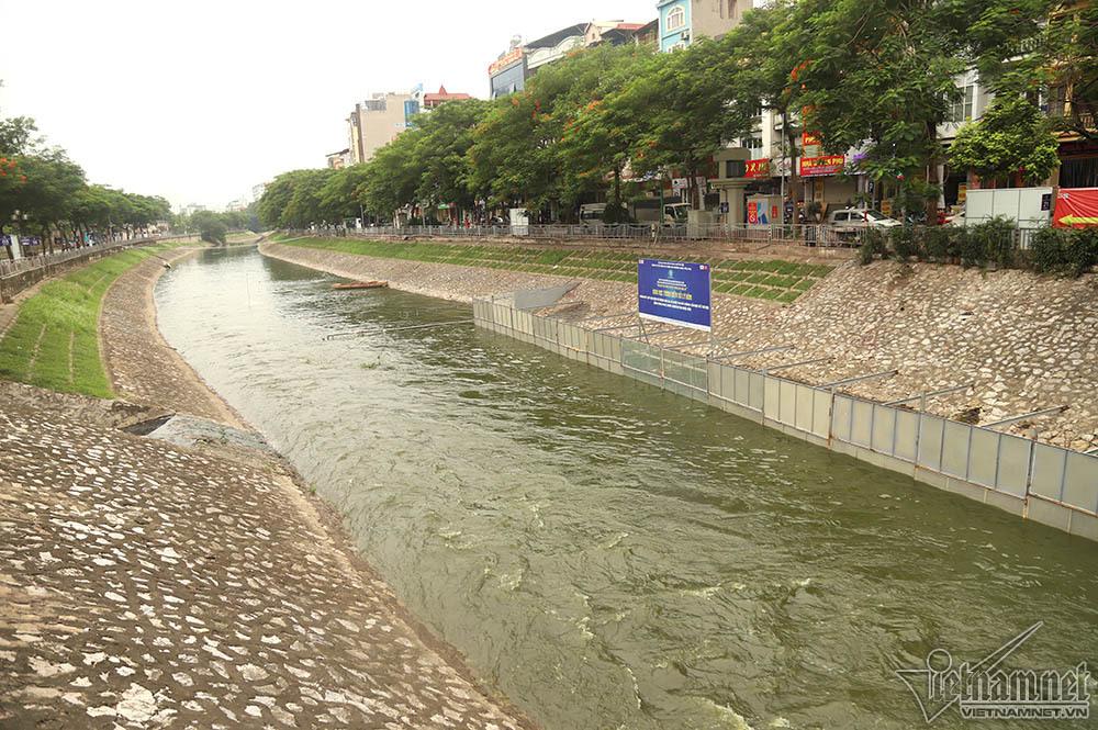 Nước chảy qua đoạn thử nghiệm công nghệ làm sạch Nano-Bioreactor của Nhật Bản.