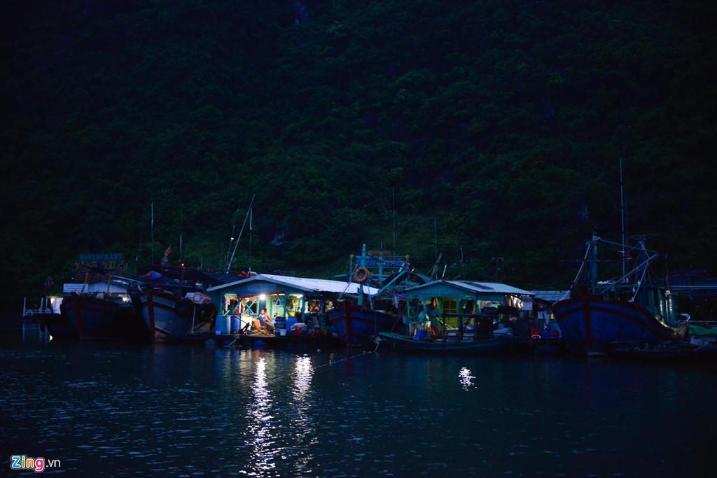 Tối 1/8, trời tạnh hẳn có gió nhẹ. Các tàu thuyền được đưa vào nơi tránh trú an toàn. Dự báo, chiều 2/8, bão số 3 đổ bộ Quảng Ninh - Thái Bình với sức gió mạnh cấp 8-9, giật cấp 12.
