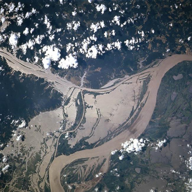 Bức không ảnh chụp một phần bị ngập của sông Amazon trong mùa lũ. Ảnh: NASA.