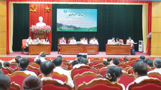 """Diễn đàn Khuyến nông @ Nông nghiệp """"Phát triển chăn nuôi bò sữa đảm bảo an toàn thực phẩm và hướng tới xuất khẩu""""."""