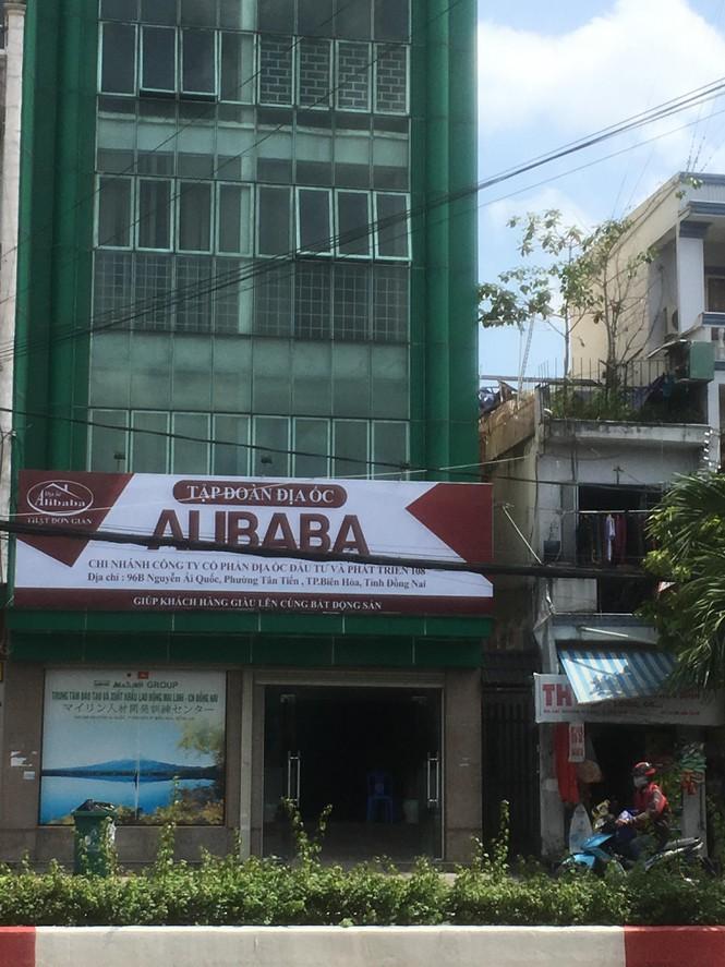 Cảnh hoang vắng ở các văn phòng, dự án khi 'ông chủ' Alibaba bị bắt - Ảnh 1.