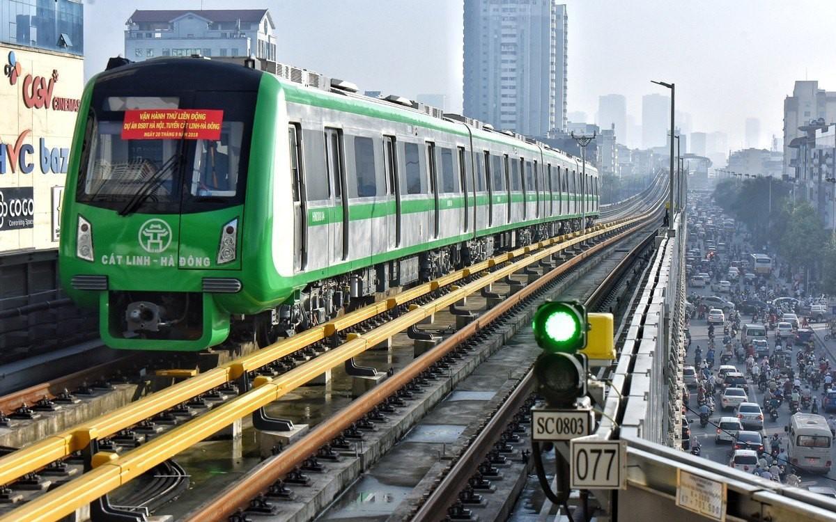 """Đường sắt Cát Linh - Hà Đông 8 lần lỡ hẹn thành khối bê tông """"khổng lồ""""?"""