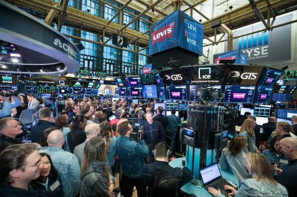 Chứng khoán Mỹ giữ nhịp tăng nhẹ, cổ phiếu công nghệ ngập sắc xanh - Ảnh 1.