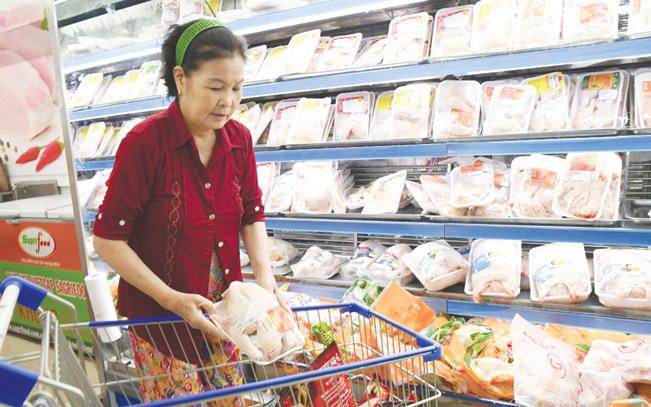 Số lượng và giá cả thịt gà nhập khẩu đang áp đảo thịt gà trong nước.