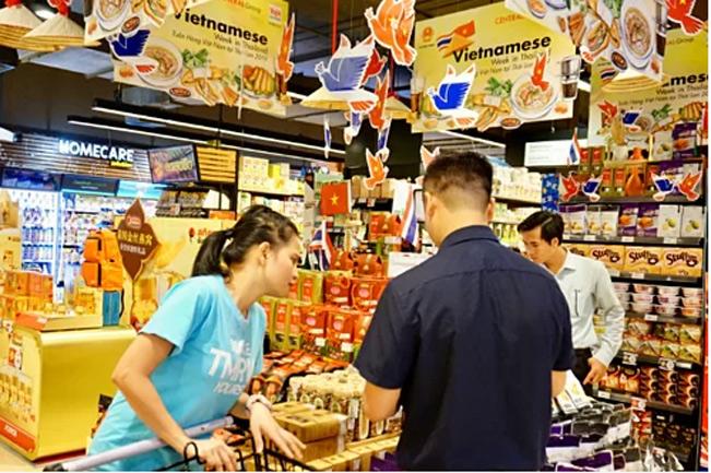 Gian hàng bán thực phẩm khô, chế biến của Việt Nam trong một siêu thị tại Bangkok. Ảnh: Viễn Thông.