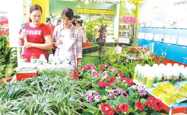 Huyện Củ Chi thường xuyên tổ chức các hoạt động xúc tiến thương mại giúp hình thành chuỗi tiêu thụ sản phẩm nông nghiệp. Tại các buổi chợ phiên nông sản, nhiều sản phẩm nông nghiệp công nghệ cao do chính đôi bàn tay của nông dân làm ra đã được giới thiệu bày bán.