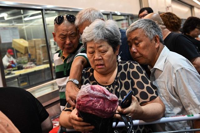 Người tiêu dùng Trung Quốc lo sợ vì giá thịt lợn sẽ tiếp tục tăng.