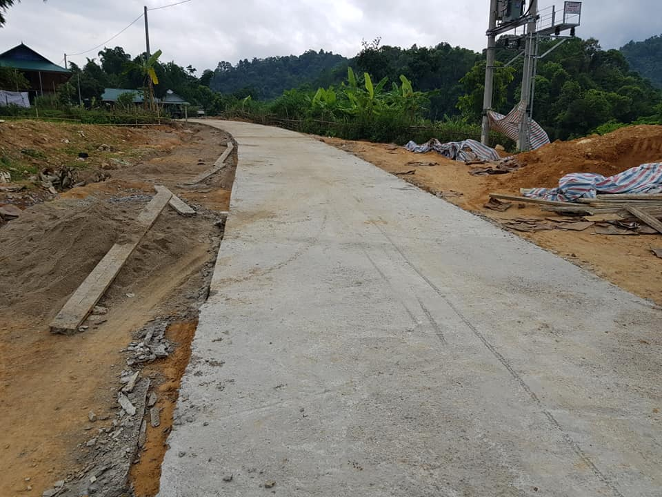 Nhiều tuyến đường giao thông mới được làm, dưới sự giám sát chặt chẽ của cấp ủy, chính quyền địa phương và hội viên nông dân đã phát huy hiệu quả cao