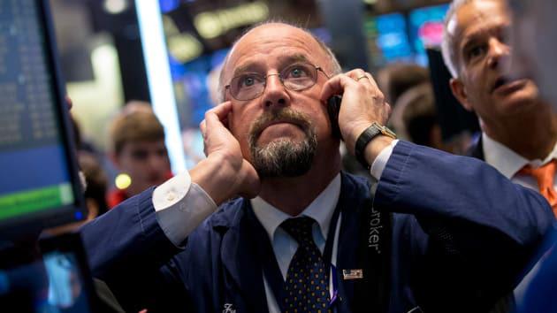 Chứng khoán Mỹ hôm nay: Dow Jones bay hơn 1.800 điểm, nguy cơ bùng phát dịch lần hai - Ảnh 1.