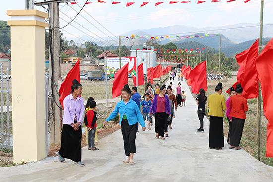 Huyện biên giới Sốp Cộp thêm xã thứ 2 về đích nông thôn mới - Ảnh 1.