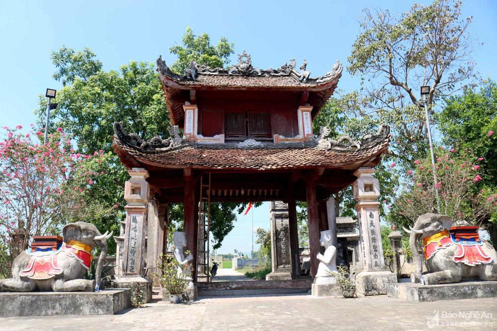 Kỳ bí về sự độc, lạ ngôi đền cổ hàng trăm năm tuổi ở Nghệ An - Ảnh 1.